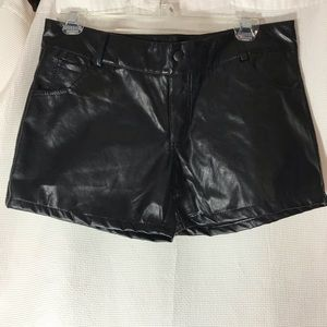 New black faux leather shorts 31